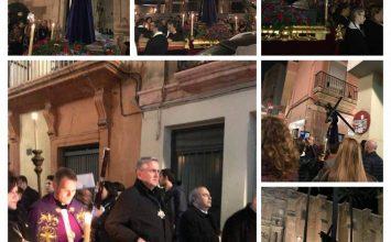 Almería salió a la calle a rezar el víacrucis