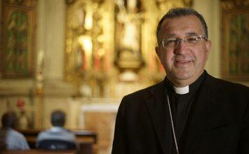 GUADIX. Las cofradías despiden al obispo