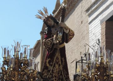 Solidaridad en la cofradía del Vía Crucis