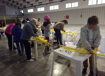MONTEFRÍO. Las mujeres preparan las palmas