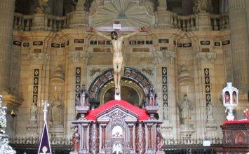Una mujer se desnuda en la Catedral de Jaén