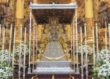 La Virgen del Rocío ya está en su paso