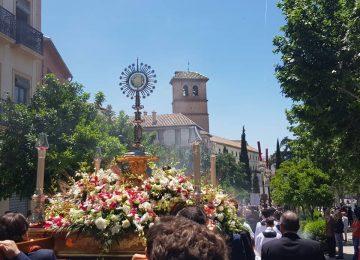 Granada multiplicó la celebración del Corpus
