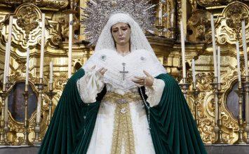La Virgen de las Penas, con manto verde