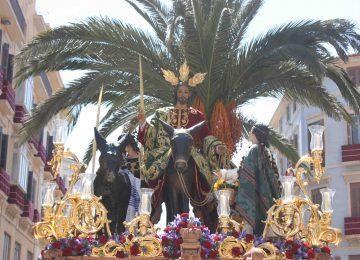 Málaga pone dos procesiones en la calle