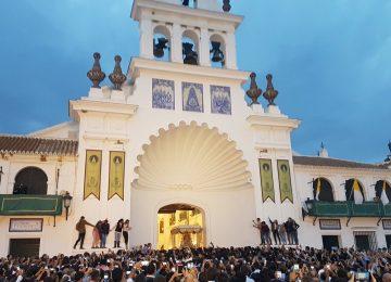 Ocho horas de procesión en el Rocío