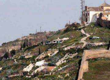San Miguel llena de fiesta el Albaicín