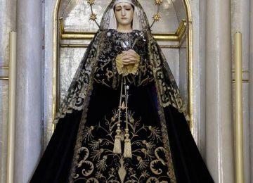 MARÍA VISTE DE LUTO. Virgen de los Dolores
