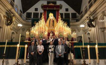 Regalo de la Archicofradía del Rosario a la Esperanza