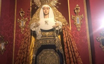 La Virgen de la Caridad vestida para la bendición