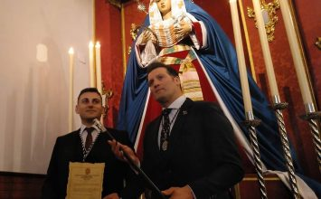 Rafael Caracuel entrega a la Caridad su bastón de concejal