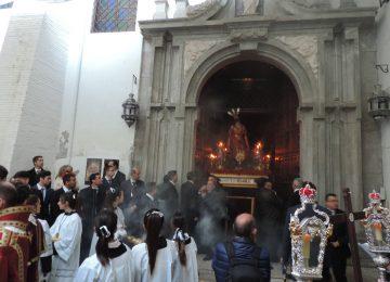 Los jóvenes rezaron el viacrucis con El Huerto