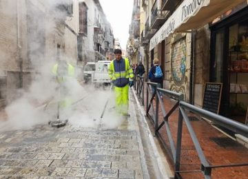 Una tonelada de cera retirada de las calles