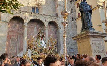 La Virgen del Rosario procesionaba ayer
