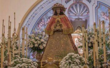 La salve a la Virgen del Rocío a puerta cerrada