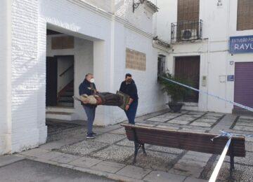 SANTA FE. Las imágenes del Arco de Loja son puestas a salvo tras el terremoto de ayer