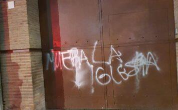 Pintada en la puerta de Los Ferroviarios