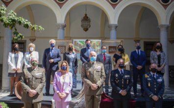 Granada revive un insólito Día de la Cruz