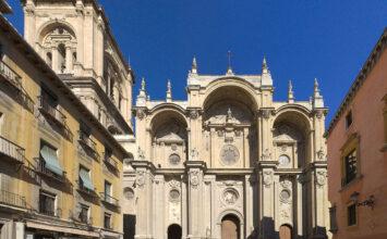 Reabren los monumentos religiosos de Granada