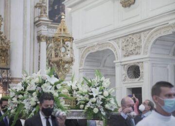 Granada celebró el Corpus sin salir a la calle