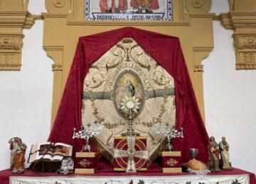 Estudiantes monta altar de Corpus