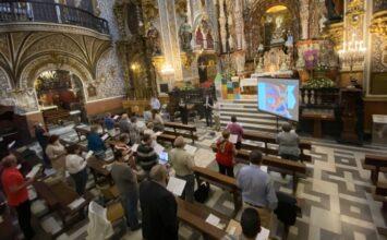 Reunión de grupos parroquiales en la basílica de las Angustias