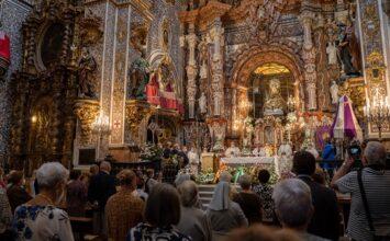 El arzobispo deja a Granada, por ahora, sin procesiones
