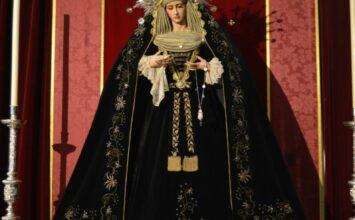 La Virgen de la Paz viste de luto